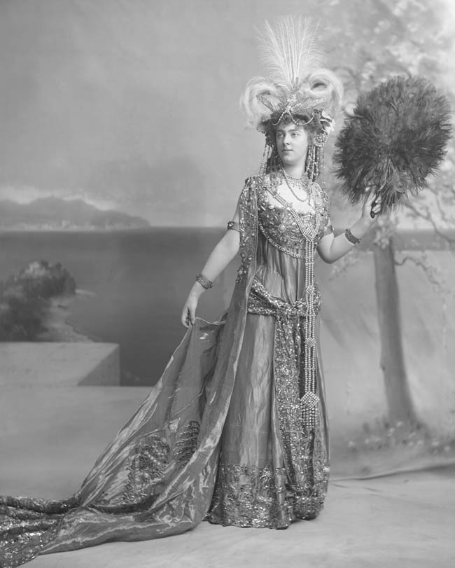 Daisy, Princess of Pless by Lafayette 1897, copyright V&A
