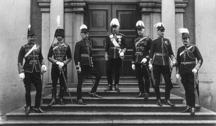 copyright V&A. HRH The Duke of Connaught, Commander of the Forces in Ireland 1900-1904, and Military Staff.